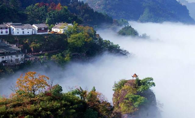 齐云山风景名胜区,位于安徽省黄山市休宁县城西约15公里处.